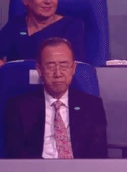 潘基文国連事務総長 居眠り